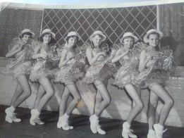 Six dancing girls